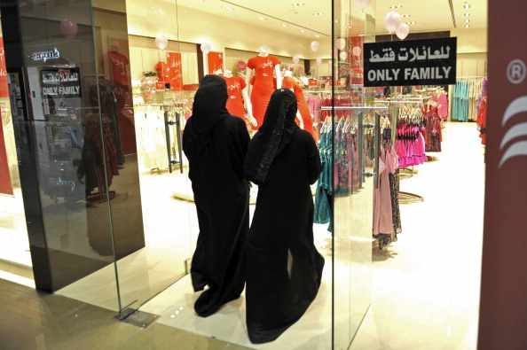 Saudi pushes ahead with plans to prevent foreigners from working in women's shops