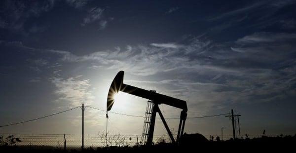 Oil Rises On U.S. Fiscal Cliff Optimism