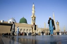 Saudi warns Umrah visa violators face $13,000 fine, jail