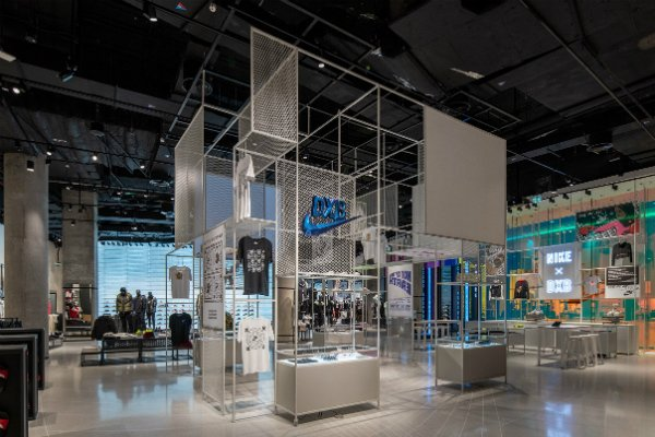 profesional Decaer Persona a cargo del juego deportivo  Pictures: Largest Nike store in the Middle East opens in Dubai Mall - Gulf  Business