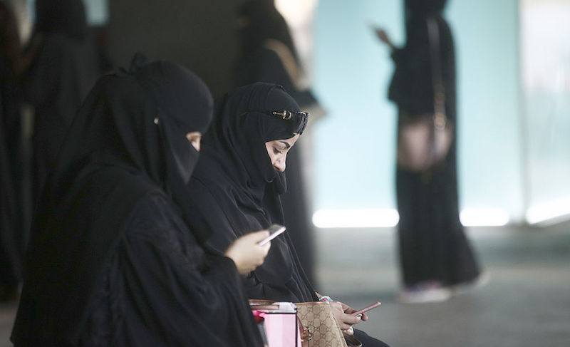 Saudi smartphone women Inside Riyadh's Kingdom Centre Shopping Mall