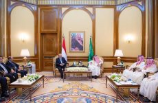 Saudi King meets Yemen's President Hadi in Mina