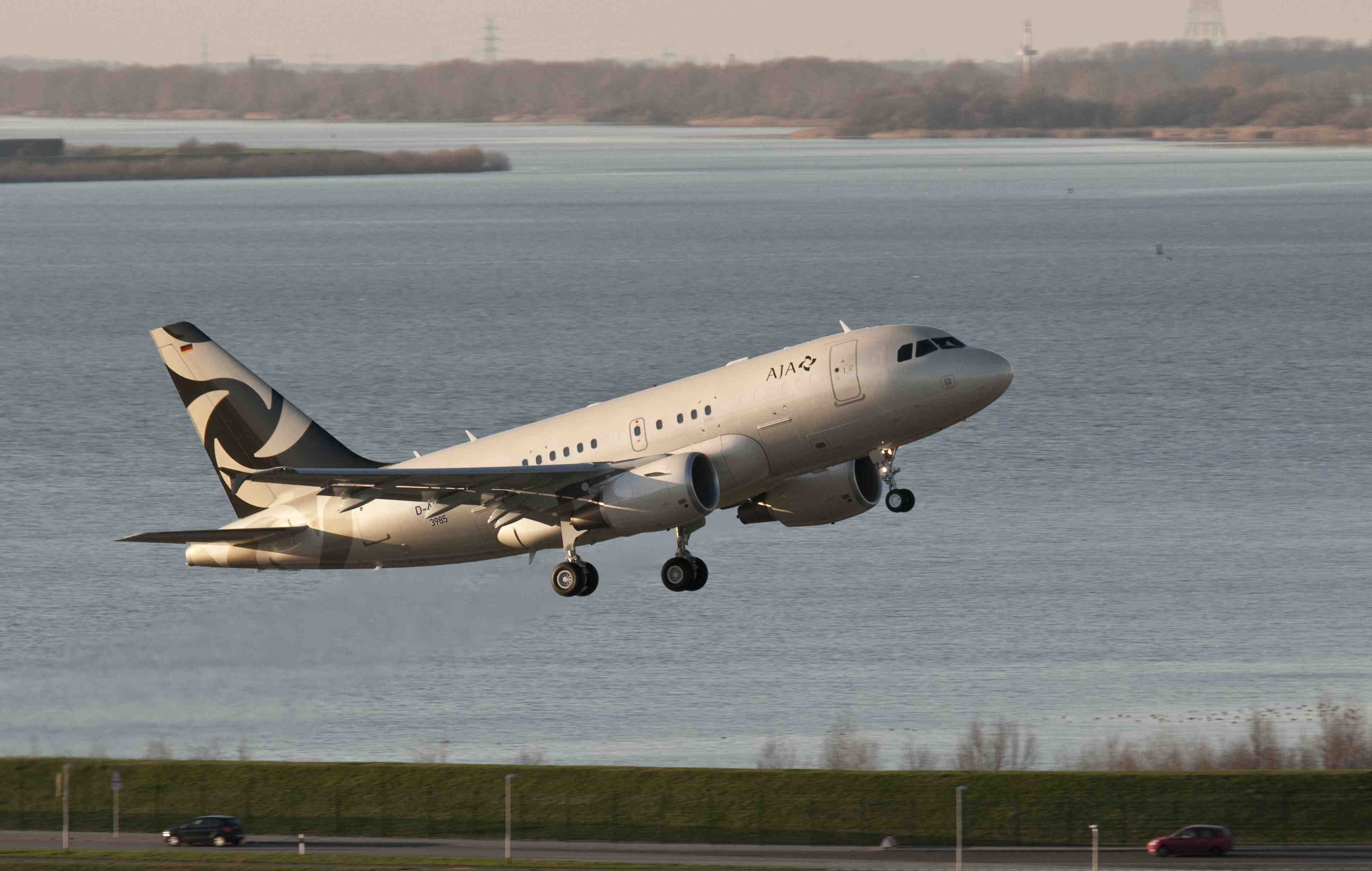 MEBA 2012: Business Jets Take Flight From Dubai's New Hub