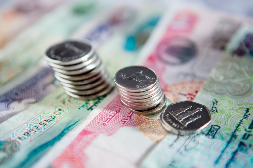 Survey: UAE Bankers Earn Dhs100,000 A Month