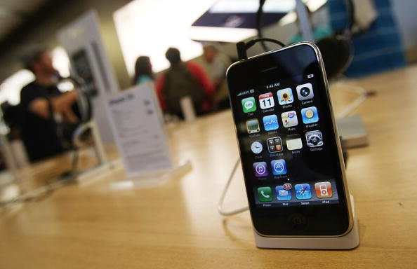 New iPhone 3G Hits Stores Across U.S