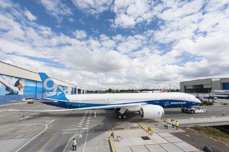 Boeing Unveils First B787-9 Dreamliner