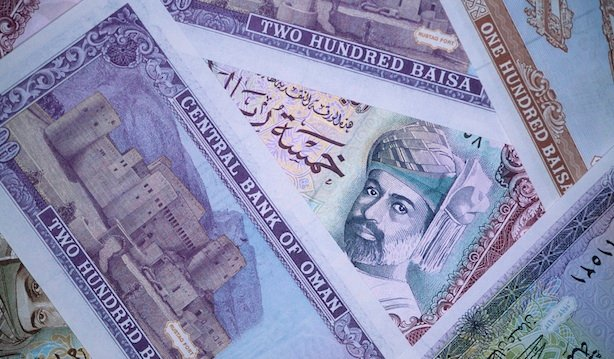 Oman lowers salary requirements for foreigners to bring their family