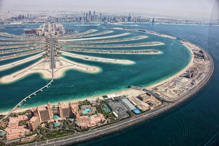 Helicopter Crashes On Dubai's Palm Jumeirah Island