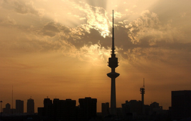 Kuwait to pay $600m in bonuses despite 64% budget deficit – report