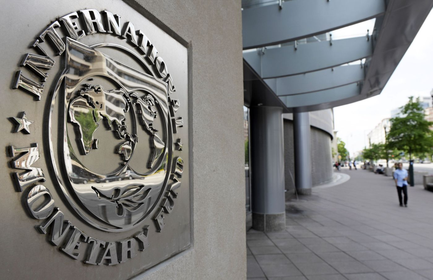 IMF Says Drop In Oil Prices To Persist, Help Global Growth