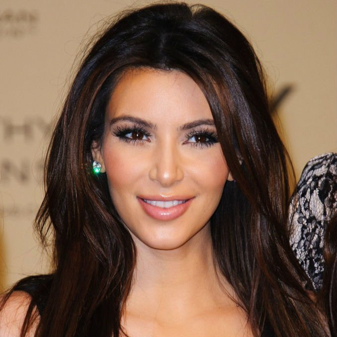 Kim Kardashian Brings Out Fans, Islamists And Police In Bahrain